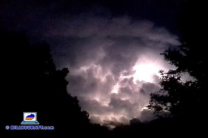 Storms batter Kentucky, Tennessee (raw weather video)